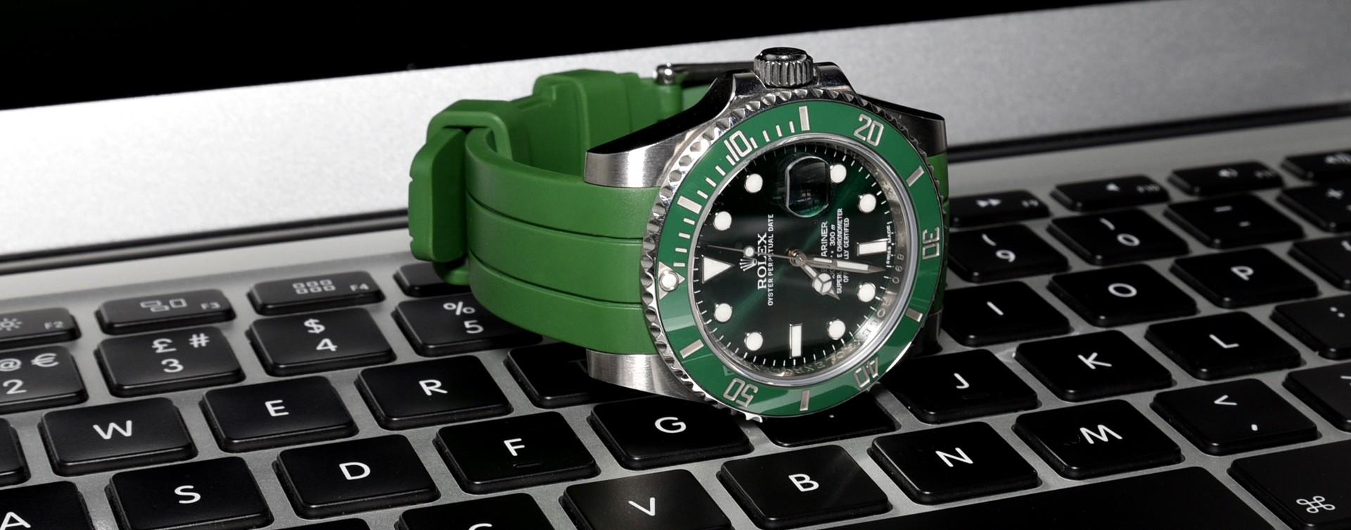 Rolex rubber watch strap on submariner